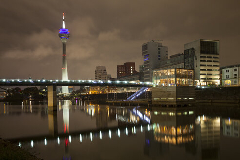 Germany, Duesseldorf, media harbor at night - WIF001303