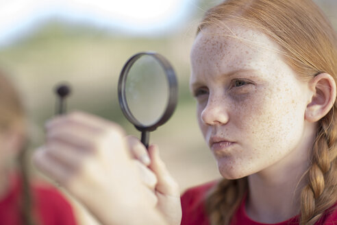 South Africa, Girl  on field trip looking through magnifying glass - ZEF003930