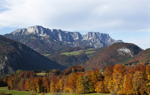 Germany, Bavaria, Berchtesgaden, view from Obersalzberg to Untersberg - WWF003351