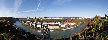Germany, Bavaria, Burghausen, cityscape with River Salzach - WWF003365