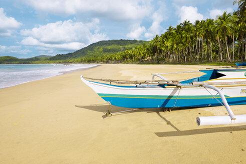 Philippines, Palawan island, Traditional fishing boat at Nacpan beach - GEMF000005