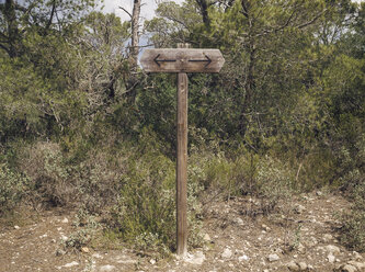 Spain, Menorca, signpost with two arrows pointing in opposite directions - RAEF000002