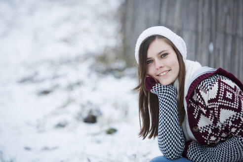 Portrait of smiling young woman in winter - JTLF000049