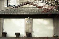 Canada, North Vancouver, Garage doors of house - NG000198