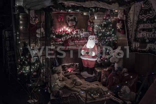 Canada, Vancouver, Christmas illuminations, Santa Claus with Christmas tree - NG000188