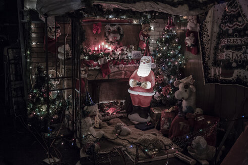 Canada, Vancouver, Christmas illuminations, Santa Claus with Christmas tree - NG000188