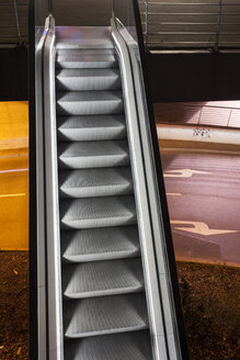 Germany, Duesseldorf, escalator at Stadttor at night - WIF001372