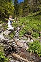 Austria, Altenmarkt-Zauchensee, woman drawing in the nature - HHF005065