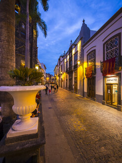 Spain, Canary Islands, La Palma, Santa Cruz de la Palma, Calle Vandale - AM003628