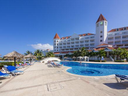 Jamaica, Runaway Bay, pool at Gran Bahia Principe luxus resort - AM003649