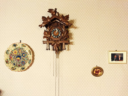 Cuckoo clock and pictures on wall - VRF000143