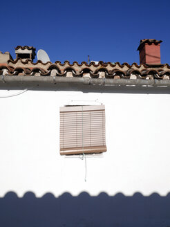 Spain, Catalonia, Girona, house with sunblinds at window - JMF000321