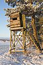 Germany, Brandenburg, Raised hide in snow - ASCF000032
