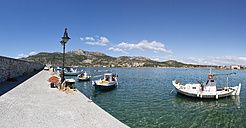 Greece, Plitra, fishing boats in harbor - WWF003501