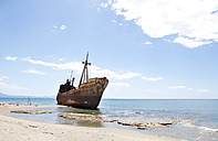 Greece, Gythio, ship wreck at beach - WWF003503