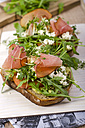Fried slice of bread with rocket, sheep cheese and ham - ODF001081