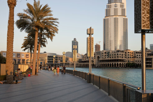 UAE, Dubai, view to promenade at Dubai Mall - PCF000036