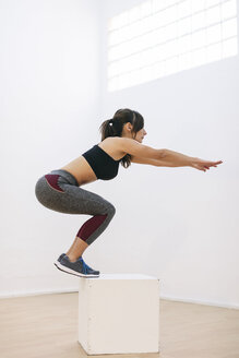 Woman doing fitness workout - EBSF000432
