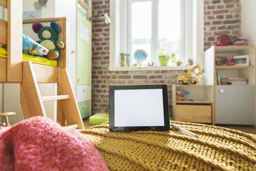 Tablet computer in children's room - MFF001402