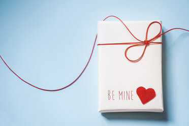 Valentine's gift parcel wit red heart - BZF000003