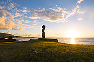 Easter Island, Hanga Roa, Sunset with Moai stone figurine in the Tahai Ceremonial Complex at sunset, archaeological site - GEMF000017