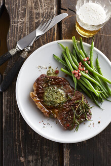 Rump steak with herbed butter, green beans and bacon - KSW001408