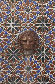 Spain, Andalusia, Tarifa, wall mosaic with lion head - KBF000308
