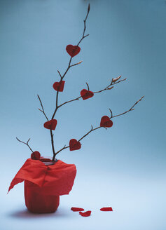 Fixed red paper hearts on a twig - BZF000012