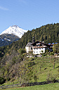 Austria, East Tyrol, Oberpeischlach, chapel Maria Heimsuchung and Deferegg Alps in autumn - WWF003594