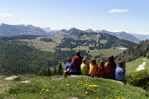 Austria, Salzburg State, Tennengebirge and Osterhorn Group, Family sitting at viewin point - LB001060