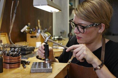 Goldsmith in workshop at work - EDF000110