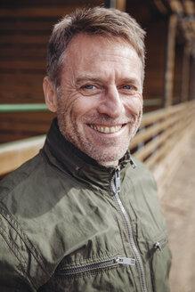 Portrait of smiling mature man - MFF001423