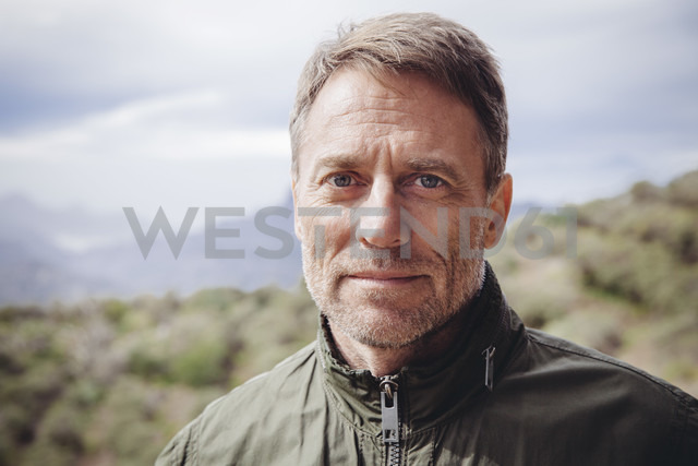 Spain, Canary Islands, Gran Canaria, portrait of mature man in the nature - MFF001430 - Mareen Fischinger/Westend61
