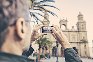 Spain, Canary Islands, Gran Canaria, Las Palmas, man taking picture of Catedral de Santa Ana - MFF001455