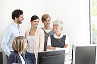Smiling business team in office - MFRF000033