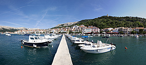 Croatia, Kvarner Gulf, Baska, boats in harbor - WWF003577