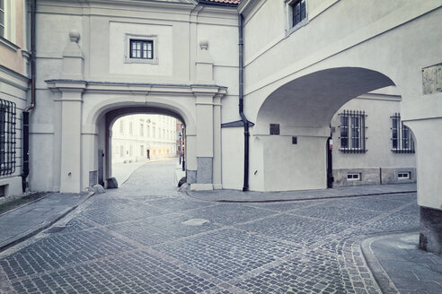 Poland, Warsaw, Kanonia, narrow streets - MSF004457