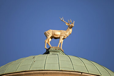 Germany, Stuttgart, stag figure on dome of art house - PC000056