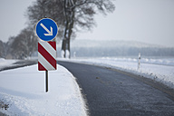 Germany, road sign at single track in winter - ASCF000037