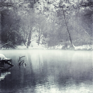 Germany, near Solingen, Wupper river in winter, fog - DWI000420