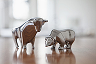 Miniature sculptures of bull and bear on a desk - RBF002436