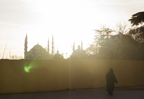Turkey, Istanbul, view to Blue Mosque at backlight - CHPF000025