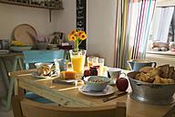 Laid breakfast table - PDF000678