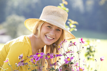Portrait of smiling teenage girl wearing straw hat - WWF003821