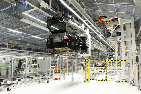 Production of VW cars in a factory - SCH000436