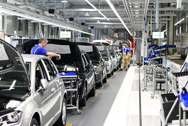 Production of VW cars in a factory - SCH000444