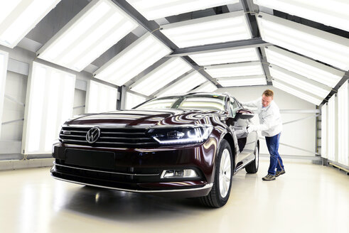 Production of VW cars in a factory, car in light tunnel for final check - SCH000447
