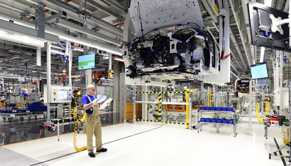 Production of VW cars in a factory - SCH000451