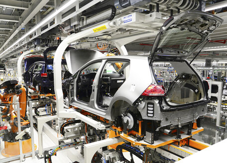 Production of VW cars in a factory - SCH000453