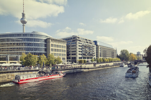 Germany, Berlin, view to waterfront promenade at Spree River - MEM000698